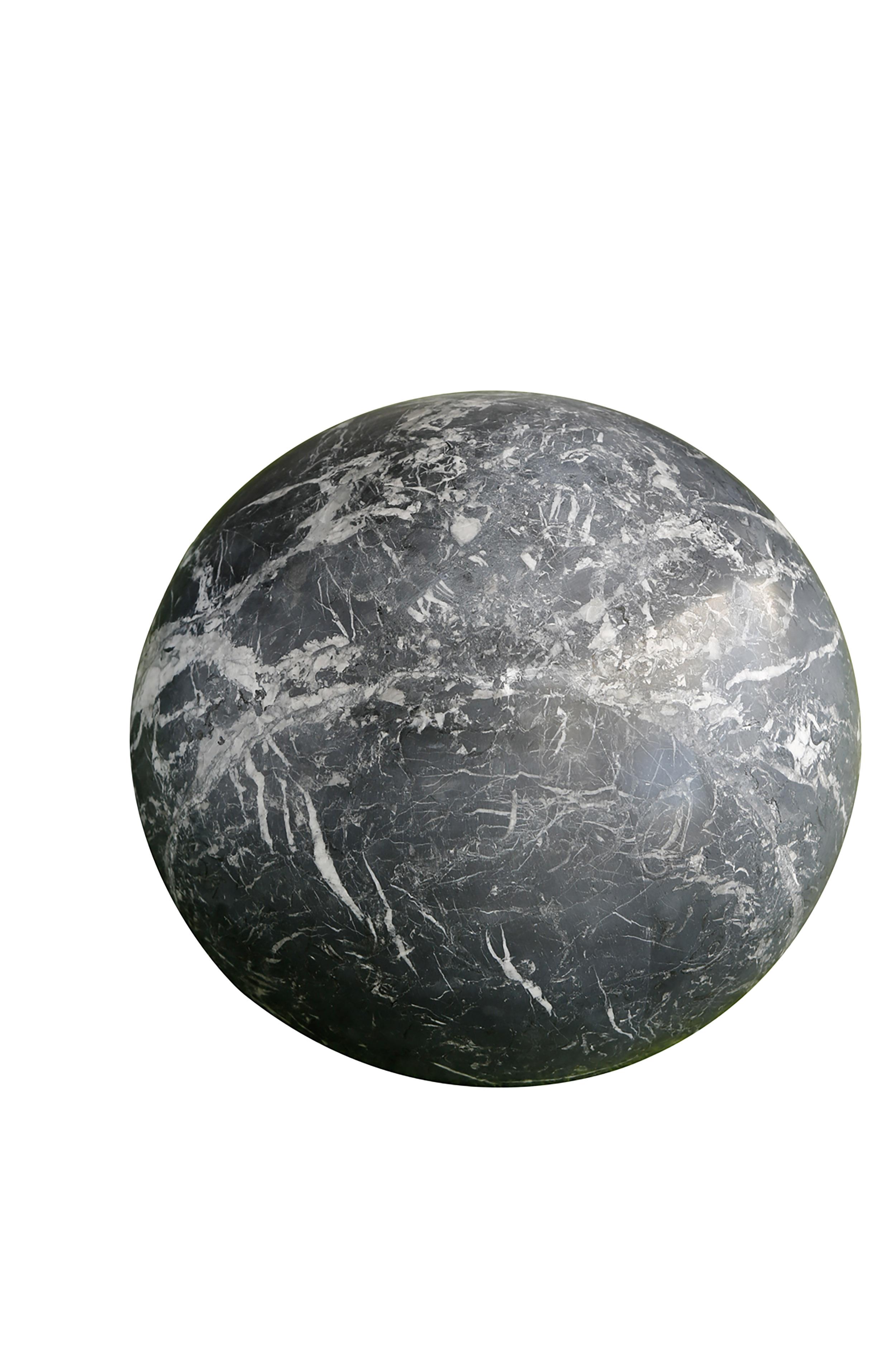 Sphère en marbre noir